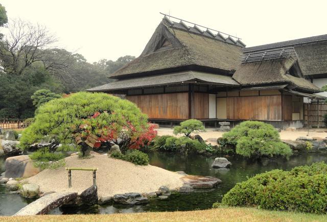 Shinden-Zukuri_Korakuen_(Okayama).JPG