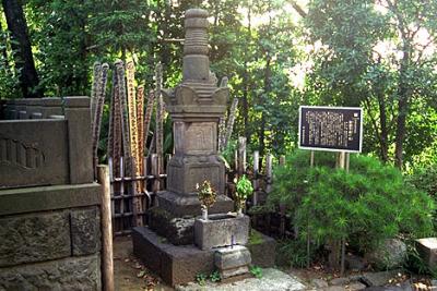 Hattori_Grave_1_.jpg